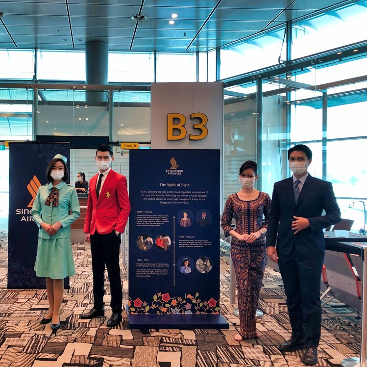 Current Singapore Airlines Uniform